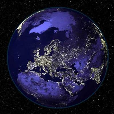 Вид Земли из космоса ночью.