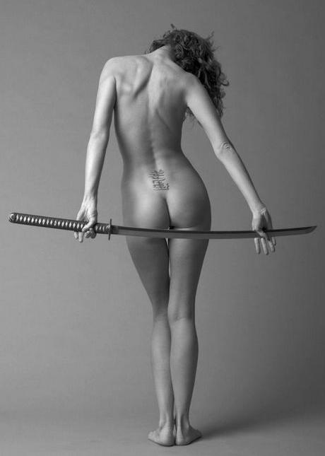 красивые девушки с оружием фото